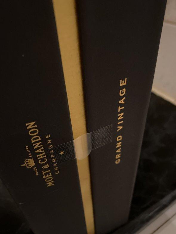 Moet & Chandon, Grand V, Champagne, France, AOC
