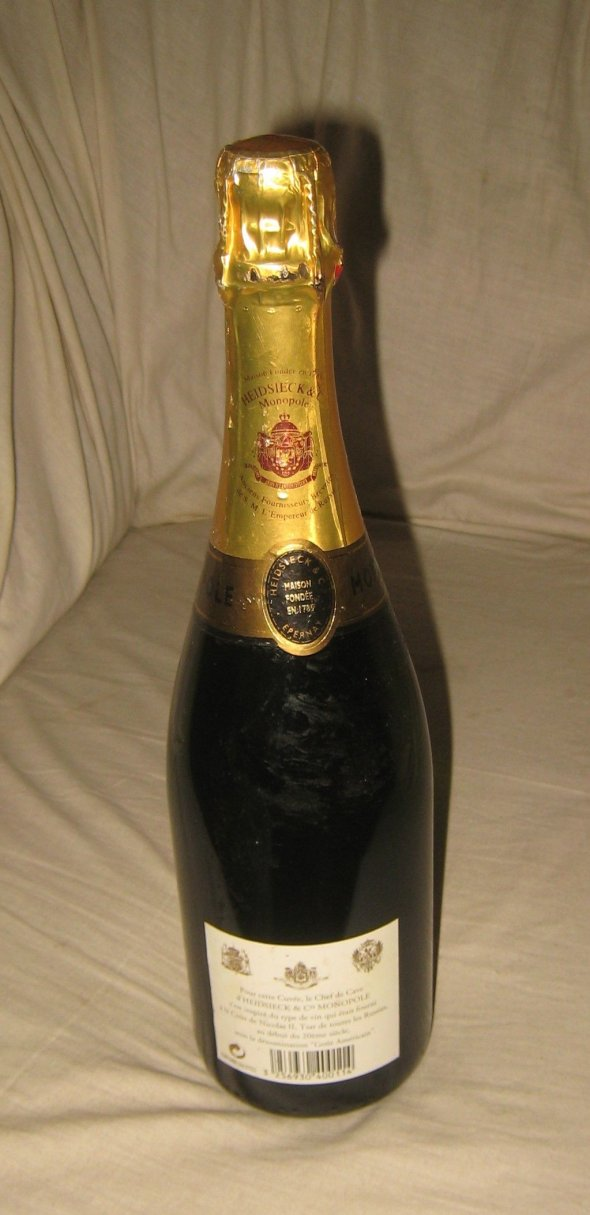 Heidsieck, Extra Dry Monopole Champagne.