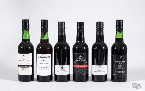 19 Port sample bottles from the 1997 and 2000 vintages